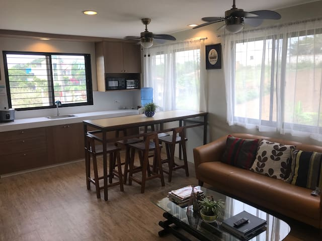 One Bedroom in a Tagaytay Home (2 Single Beds)
