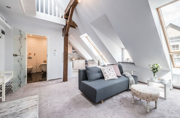⇛Loft on the Old Market Square w/ Top View & A/C ⇚