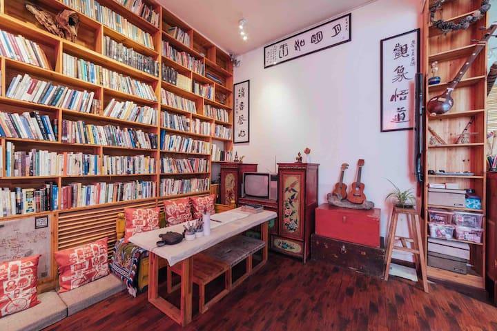 带3000本书私奔拉萨·独卫花园大床房(内宾)