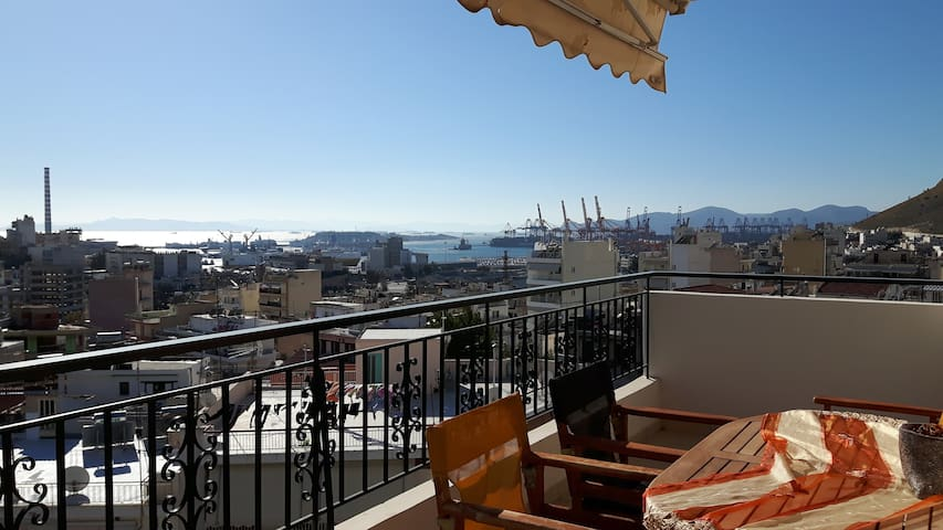 Bright & comfy flat with sea and city view - Pireas - Apartment