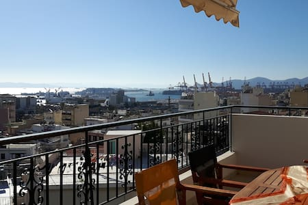 Bright & comfy flat with sea and city view - Pireas - Apartamento