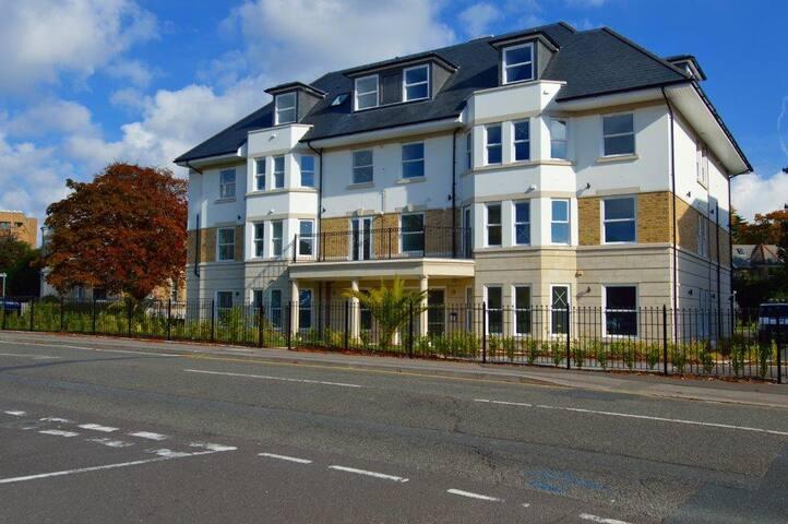 Bournemouth Contemporary Apartment 23