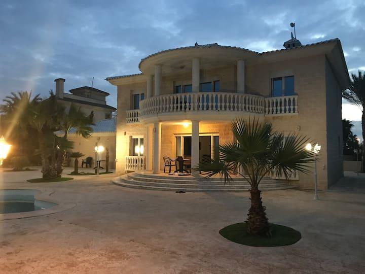 Espectacular Villa en La Manga del Mar Menor.