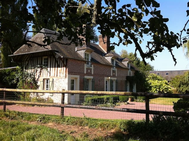 GÎTE 250 YEAR OLD FRENCH FARMHOUSE  - Bourgeauville - บ้าน
