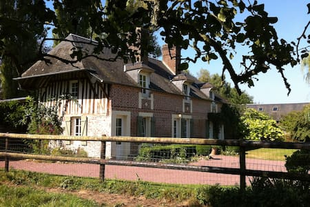 GÎTE 250 YEAR OLD FRENCH FARMHOUSE  - Bourgeauville - 獨棟