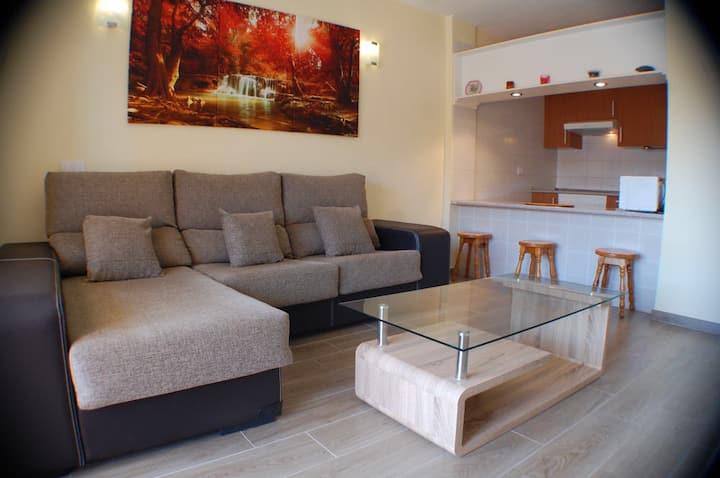 Apartamento completo con piscina y playa a 25m.