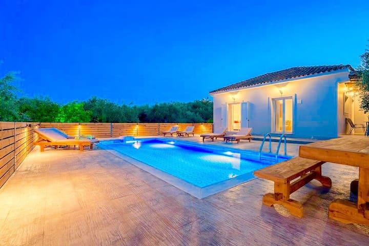 Villa Ftelia with private pool