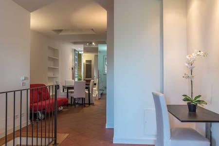 Two Floors La Celsa Apartment - Рим - Дом