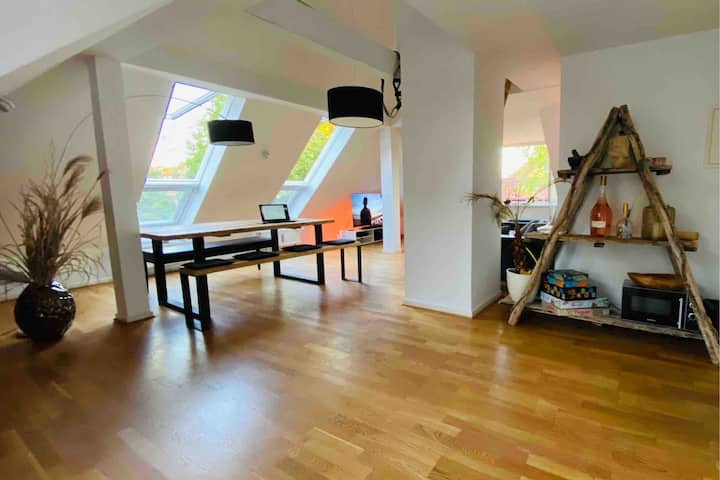 Beautiful and open top floor apartment at Moosach