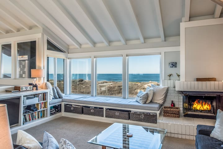 Oceanfront Retreat w/Private HotTub