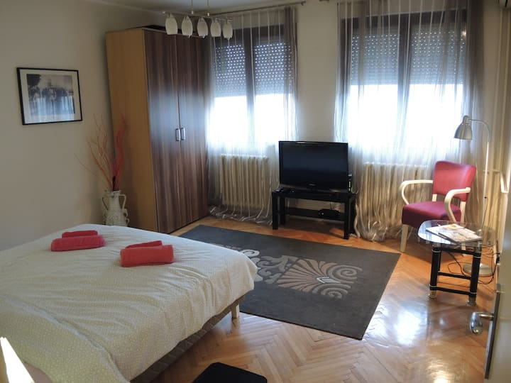 MAX apartment, 450 m to Republic  Square