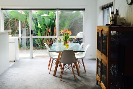 Bright, fun, tropical hideaway in North Adelaide - Северная Аделаида