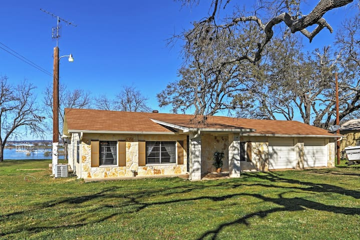 Lake Buchanan waterfront home. We have it all! - Burnet - Casa