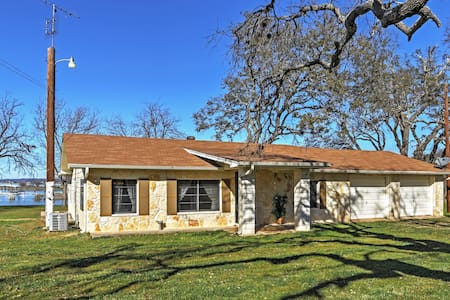 Lake Buchanan waterfront home. We have it all! - Burnet - Haus