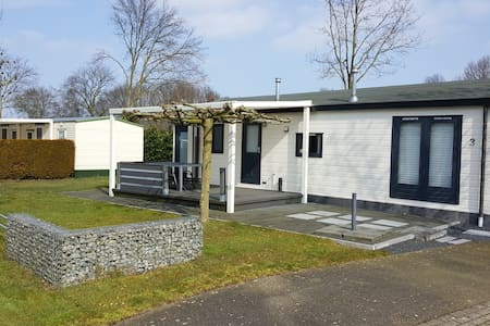 Chalet op recreatiepark de Leistert in Roggel - Roggel - Almhütte
