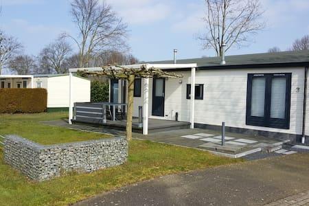Chalet op recreatiepark de Leistert in Roggel - Roggel