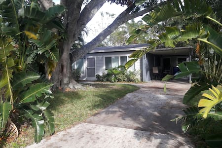 Sunny, Family-Friendly, Newly Remodeled Home - Vero Beach