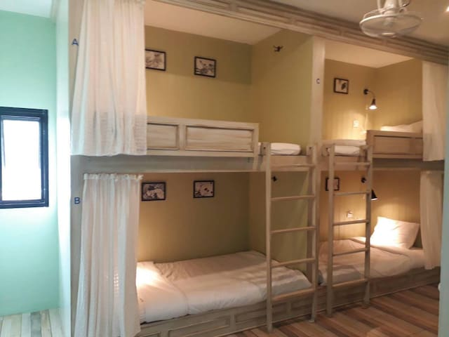 Mixed dormitory( 6 beds) with shared bathroom
