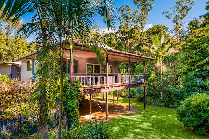 Sunshine Coast 'Amaroo', a Family Holiday Home