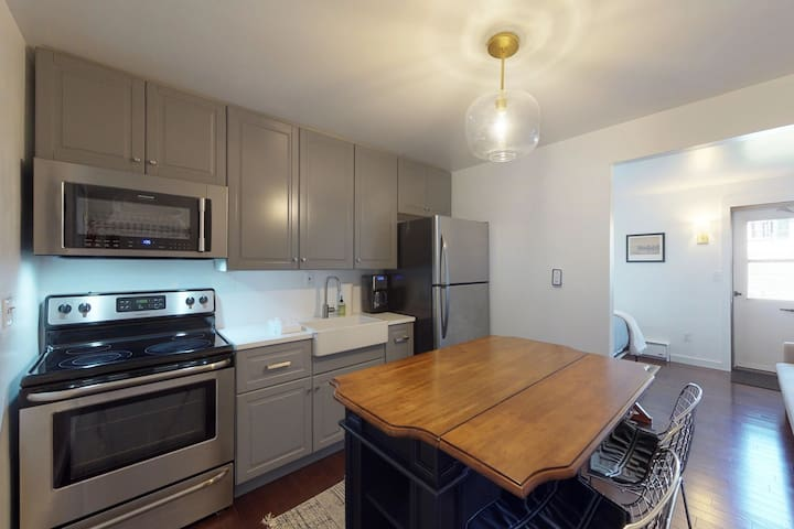 Cozy studio w/updated kitchen, walk to shopping & dining-near Okemo