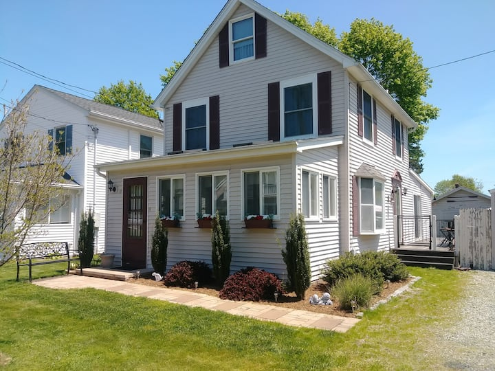 Year Round Beach House in Old Saybrook, CT- Pets