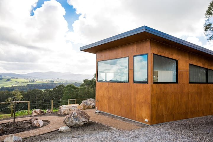 Vivere Retreat: 2 Bed Villa with Mountain Views - Neerim South