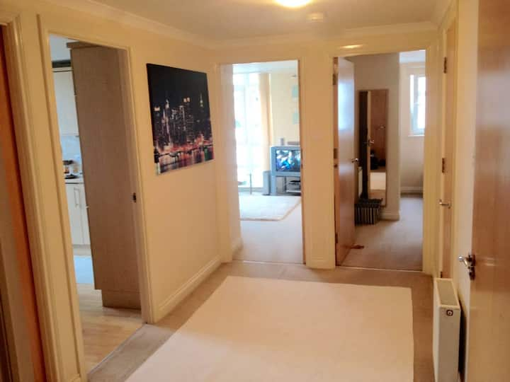 Modern dble bedroom with private bathroom &parking