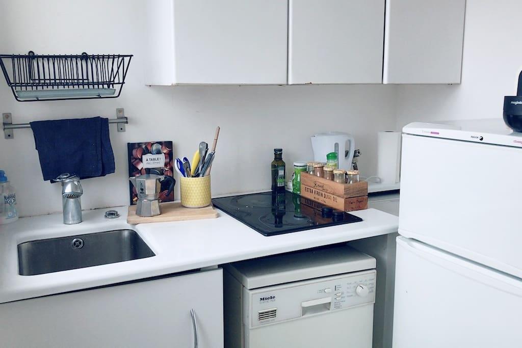 Kitchen with stove top, fridge/ freezer and washing machine