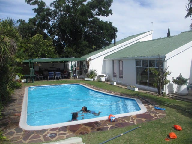 Lovely home for exclusive use of 2-6 guests. - Oudtshoorn - Bungalow