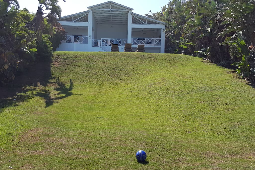 Large garden,direct access to beach