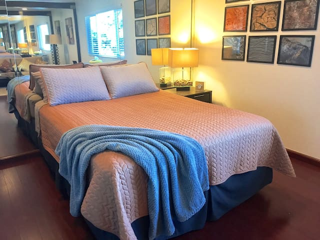 Sleep in on the comfortable pillow-top queen size bed and dream up the next Hollywood blockbuster.