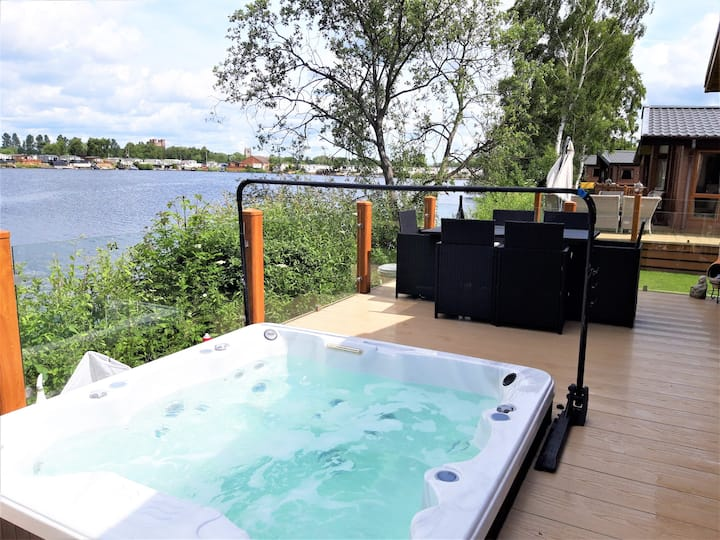Lakeside Indulgent lodge 8 berth, Hottub & ramp