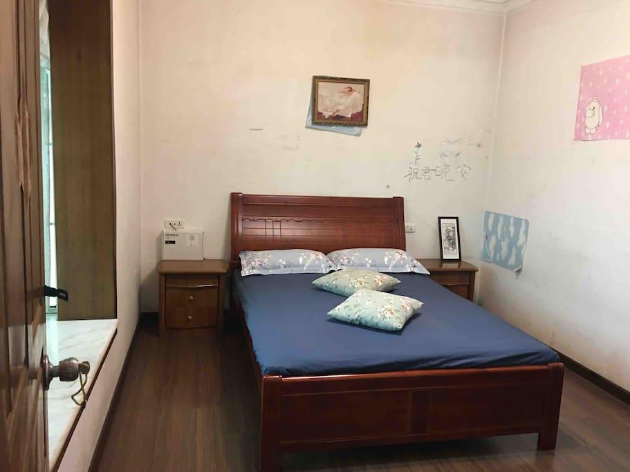 您所使用的寝具都是经过消毒、清洗、晾晒,请放心使用!