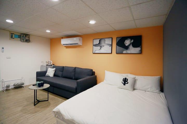 西門町中心·MRT Ximen 5mins捷運西門站5分鐘 Urban Orange 1-5人房