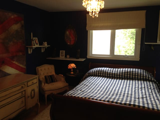 Beautiful, Peaceful Room in cosy home setting - Baie-d'Urfé - Casa