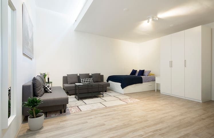 (3) Nice room all-inclusive in Amsterdam!
