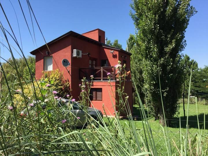 Casa de campo con hermosas vistas a las sierras