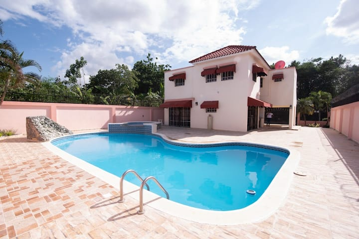 Great House in Santiago with pool and hot tub