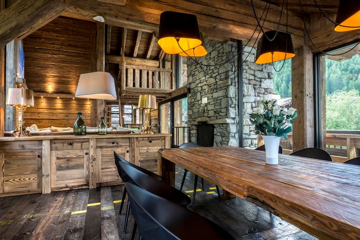 A12 - Prestigious independent chalet with prenium services