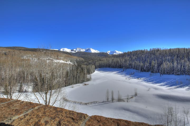29 Acres, Private Pond, Sleeps 12, 6 Bd 4.5 Ba - Telluride - Hus