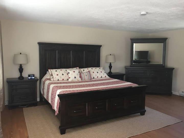 NEW! Shore Road Inn Room 6 - Non-Pet Room