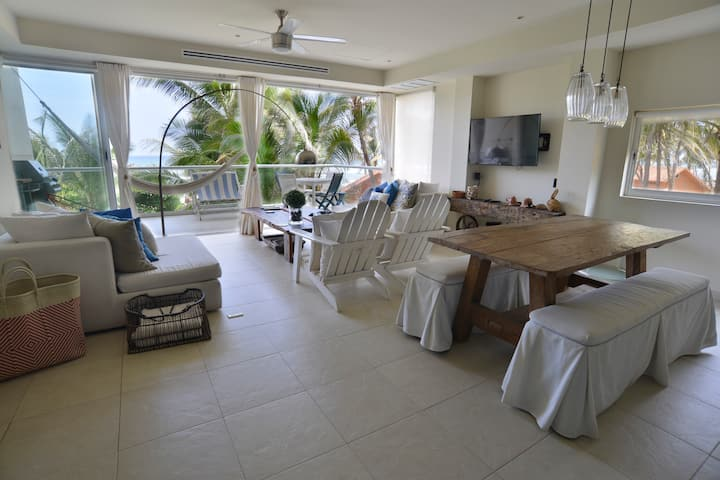 Beach front apartment with ocean view