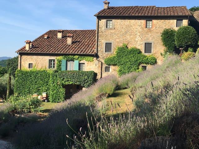 Unique Hilltop Tuscan Villa - Bagni di Lucca - วิลล่า