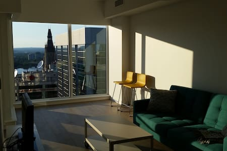 Great views and close to everything downtown - Ottawa - Condominium