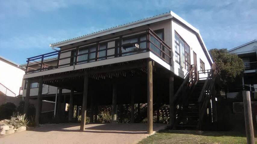Spacious Holiday House at 3 Walvis Turn, Vleesbaai