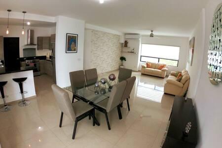 Habitación cómoda y amplia en excelente zona