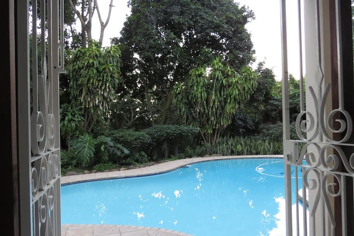 Cowies Hill, Peaceful and Private Garden Apartment - Pinetown - Σουίτα επισκεπτών
