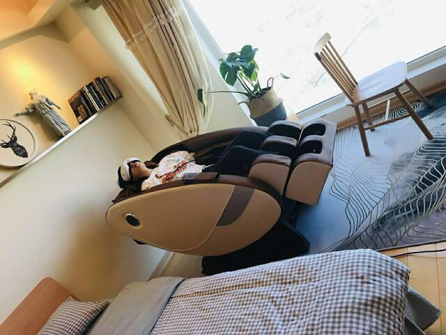 8D太空舱按摩椅给旅途疲劳中的您带来奢华享受,极致放松。