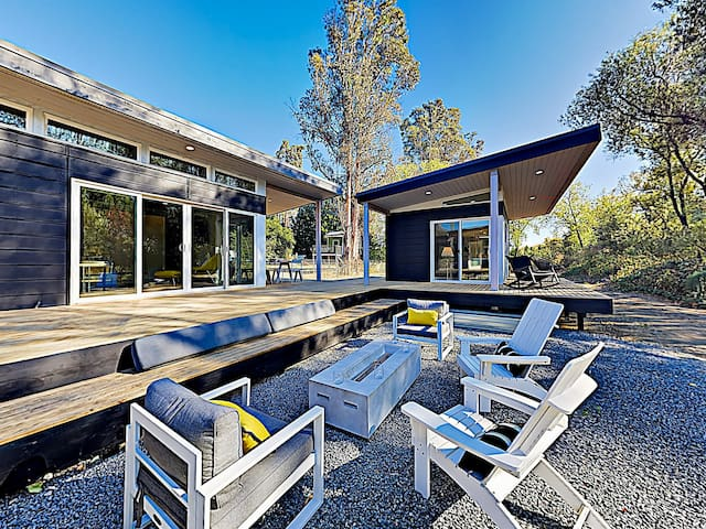 Wine Country Getaway! Modern Three-Unit Cottage