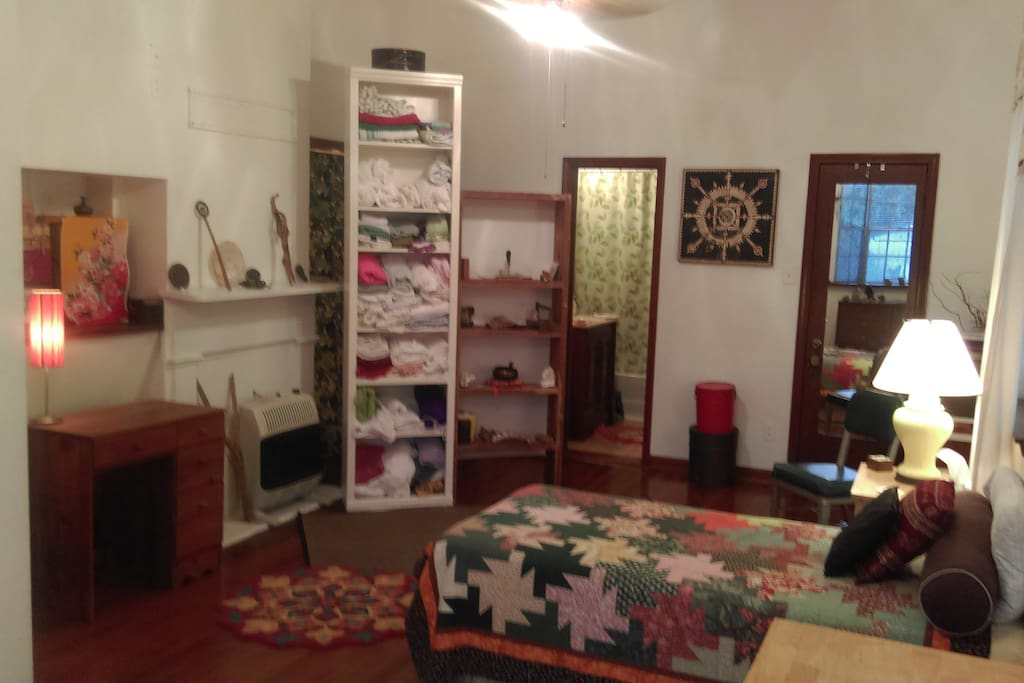 Large room, ceiling fan, AC, separate entrance